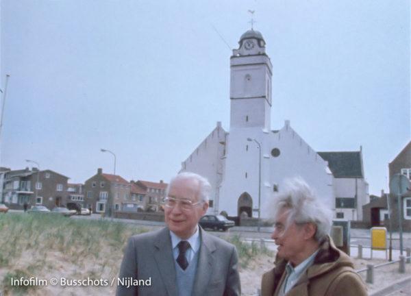 Henri Storck en Joris Ivens bij Witte Kerkje Katwijk