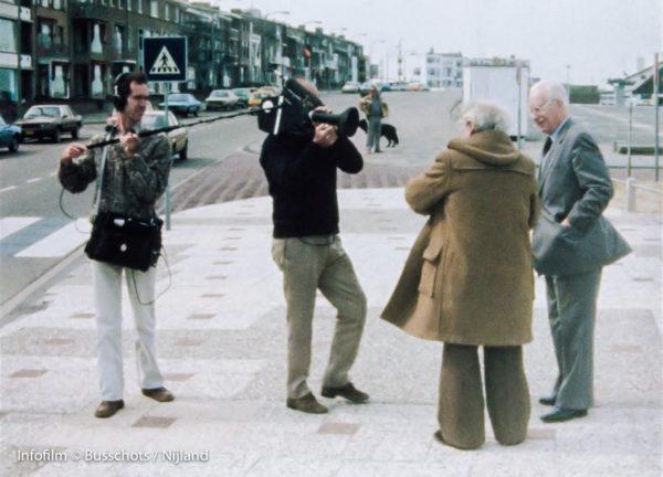 Jean Rouch filmt en interviewt Joris Ivens en Henri Storck. Robert Busschots is de geluidsman.